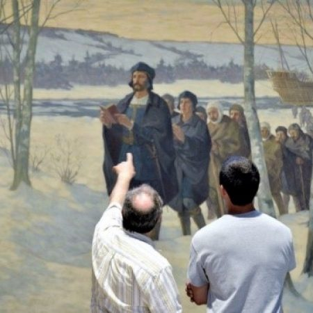 Visiteurs devant le tableau de Masselotte